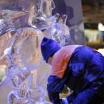 Une sculpture de Sonic en glace